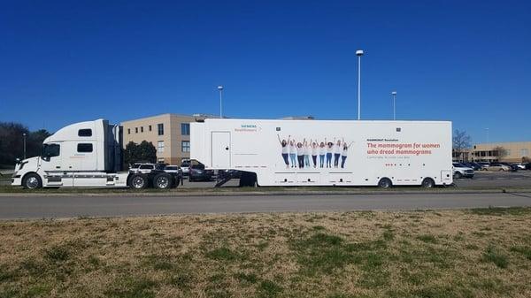 siements-healthineers-mammography-truck